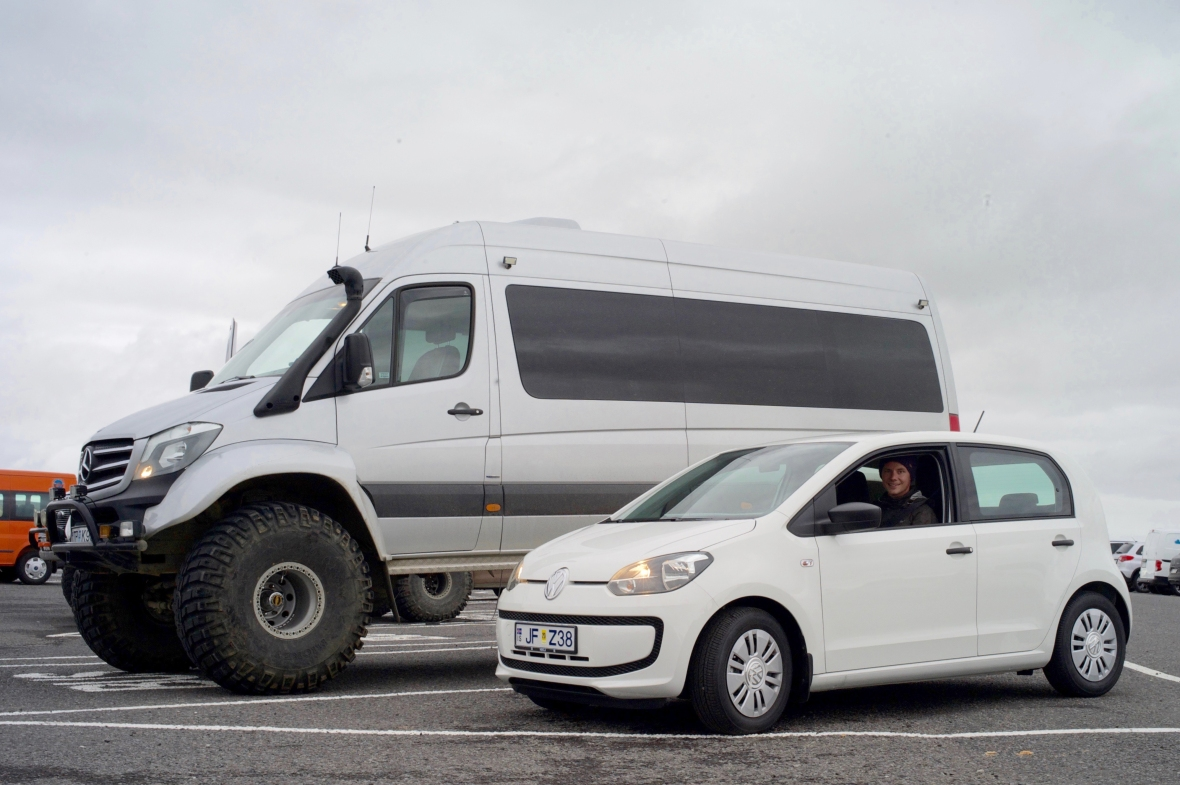 Sådan ser de biler Islændingen selv kører offroad i. Og foran holder Up'en.