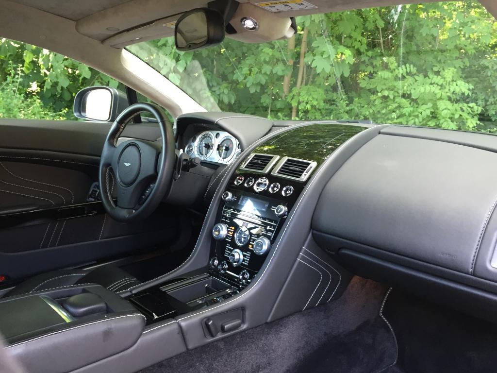 Kabinematerialerne og finish er høj. Det er en bil født ud af en stolt håndværkstradition.