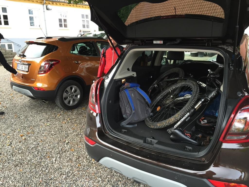 Cykel og grej er pakket godt ind i den nye Opel Mokka X.
