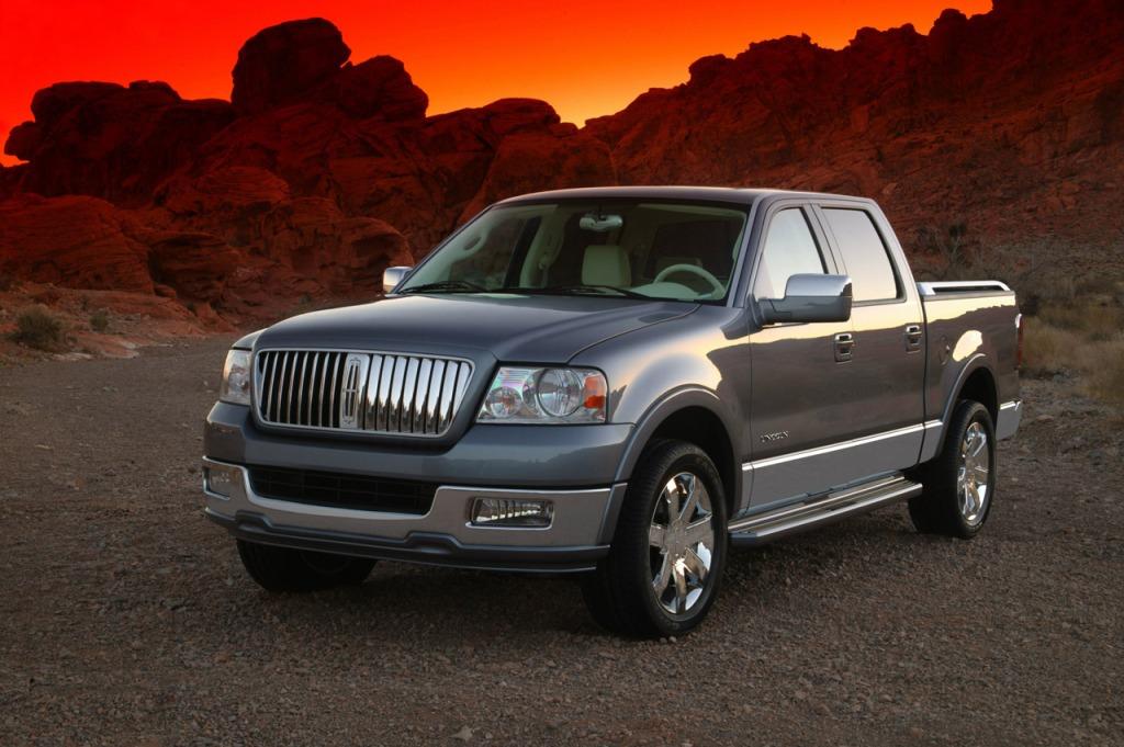 Hov Mercedes, der var vidst nogen der havde lavet en luksus og premium pickup før jer! Men OK, for det første er Lincolns pickup en stor og ikke mellemstor pickup, og for det andet, så laves den ikke længere.