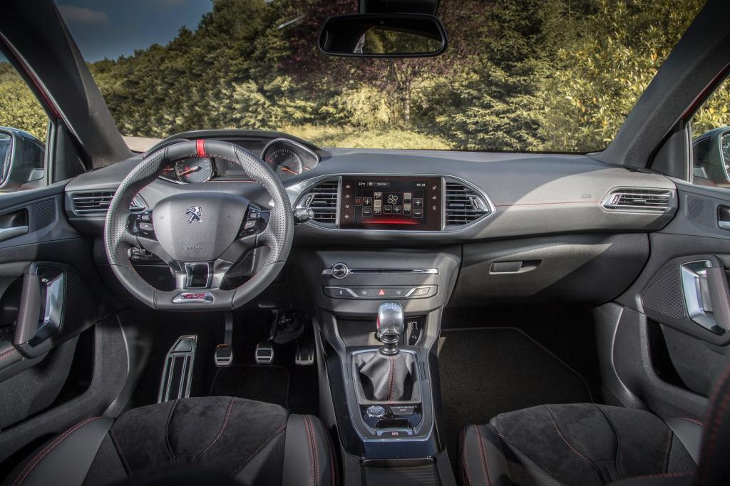 308'eren har den mest elegante og indbydende kabine, og jeg elsker at trille rundt i vognen til hverdag.