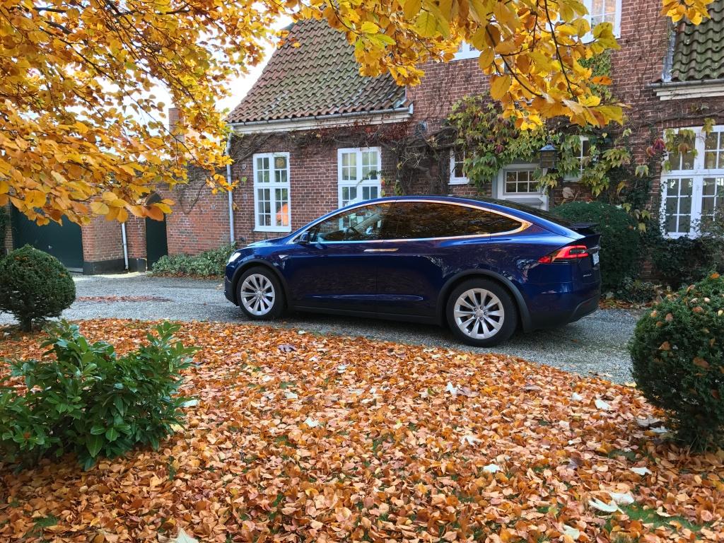 Ville jeg være klar til at hoppe på en Tesla Model X, hvis bilbudgettet lød på 1. mio. kr.? Nej - teknologien er ikke helt moden nok endnu til min smag og behov for frihed.