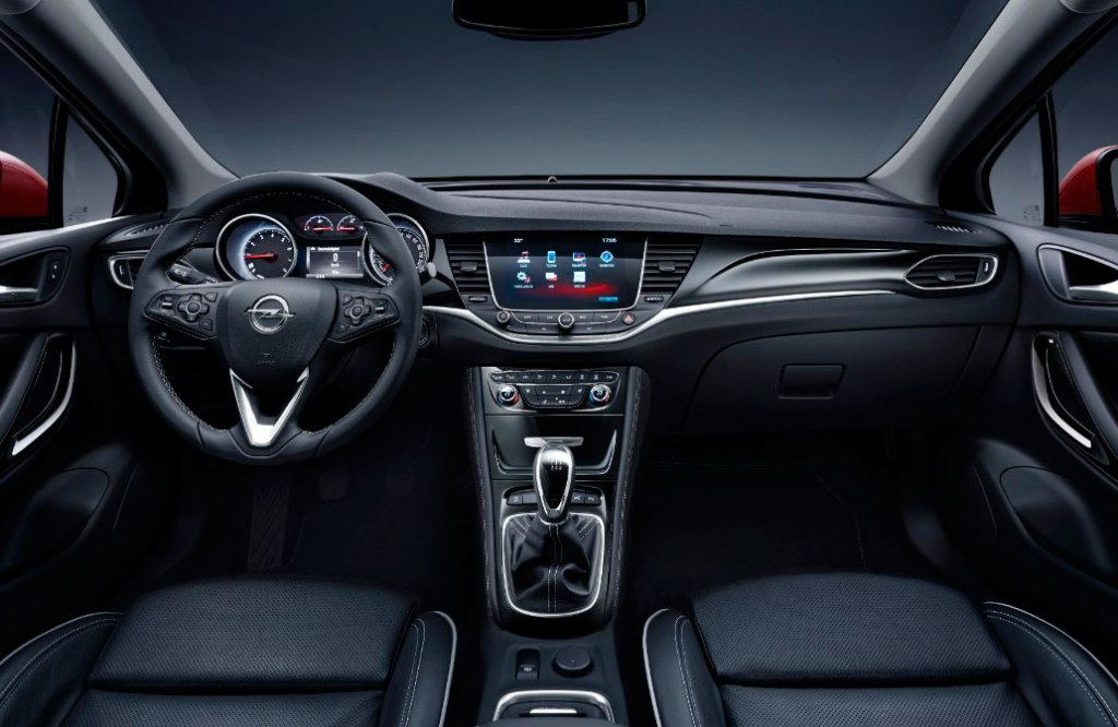 Ikke helt så elegant som Peugeot 308 – men næsten, og så har Astra klassens bedste sæder, hvis man smider de 5.900 kr. ekstra for sportssæderne. Så har du en klassevinder!